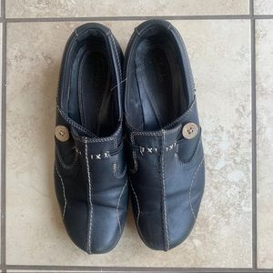 black Clark's loafers flats 💓